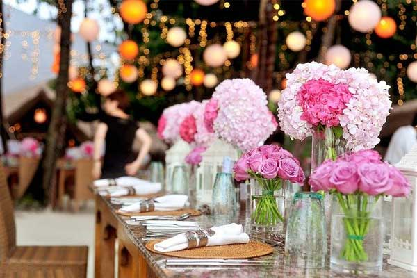 We provide custom-made event services throughout Switzerland.