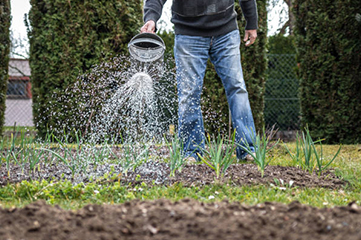 Nutrition is something necessary for the growth of your plants and garden. We at Mobile Handyman provide you professional irrigation and garden fertilizing services in Switzerland. Our team of garden care experts uses formulated garden fertilizers to stimulate the surface of your lawn.