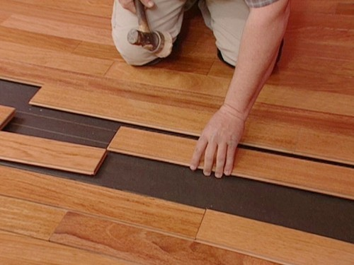 Are you looking for durability matched with aesthetics? Laminate Flooring is your way to go. We at Mobile Handyman provide you with a premium laminate flooring service in Switzerland that not only fits your budget but promises to last long while uplifting the aesthetics of your interior!